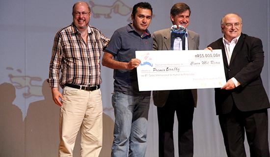 Cartunista é premiado no Salão Internacional de Humor