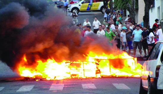 Novos protestos marcam a tarde de segunda-feira