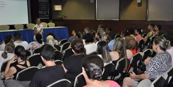Profissionais da saúde participam de treinamento sobre sífilis
