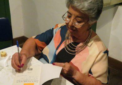 """Acadêmica Maria de Lourdes Sioli lança livro de crônicas """"Anos Dourados"""""""