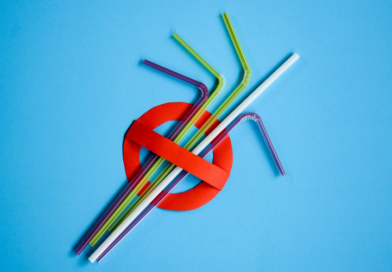 Governador sanciona lei que proíbe fornecimento de canudos plásticos